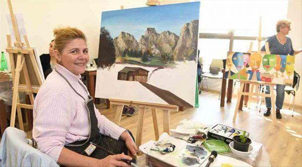 Konyaaltı Kadın Sanat Lokali'nde kurslara büyük ilgi