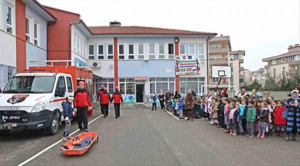 Mudanya Arama Kurtarma'dan okullarda deprem tatbikatı