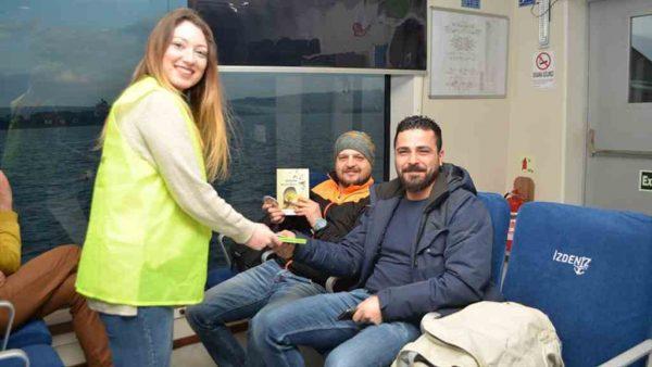 İzmir'in yüzen kütüphanesi açıldı