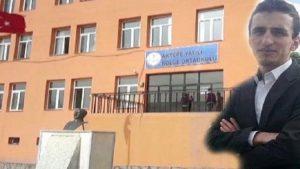 Okul müdürü sırtından bıçaklandı