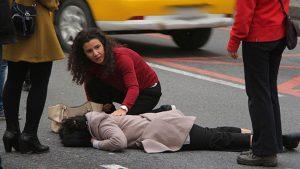 Yaralının yardımına ilk yardım öğretmeni koştu