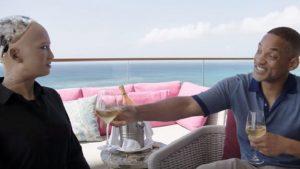 """Robot Sophia, Will Smith'in flört taktiklerini """"demode"""" buldu… Sophıa'nın Türkiye'ye geleceği tarih de belli oldu"""