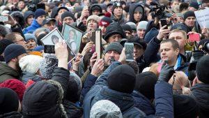 Rusya'da binlerce insan protesto için sokakta
