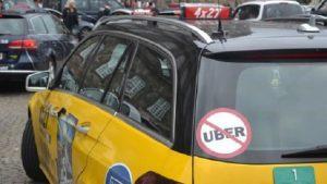 Taksiciler, müşteri gibi Uber çağırıp şoförü dövdü