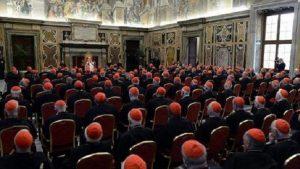 Vatikan'da panik! 40 eşcinsel papaz deşifre oldu