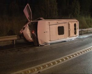 Tuzla'da iki araç kafa kafaya çarpıştı: 1 ölü,1 yaralı