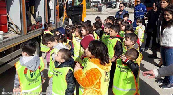 İzmir'de minikler önce 'su tasarrufunu' öğrendi