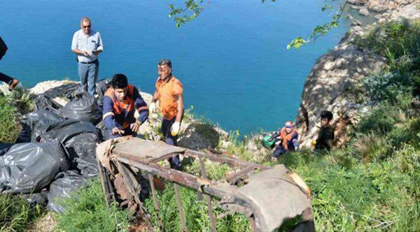 Muratpaşa Belediyesi'nden falezlerde büyük temizlik