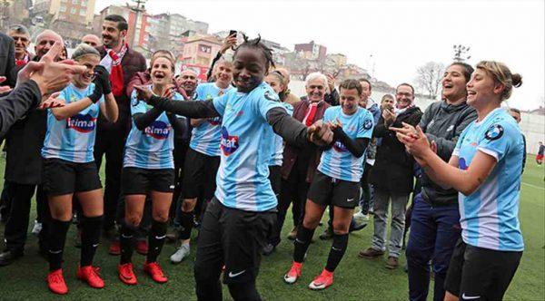 Ataşehir Belediyespor kupayı kaldırmaya hazırlanıyor