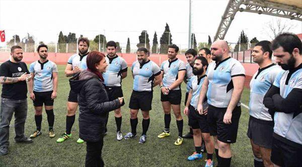 Avcılar'da rugby maçının ilk vuruşunu Handan Başkan yaptı