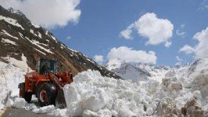 Rize'de 3 metrelik kar