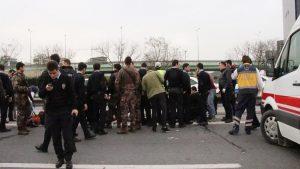 Polisleri taşıyan midibüs devrildi: 8 polis yaralandı