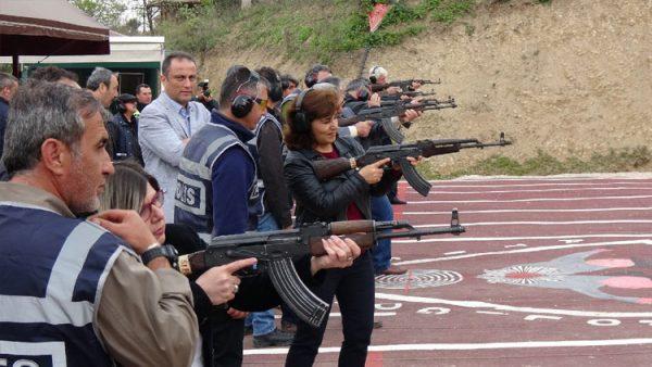Bursa'da muhtarlara Kalaşnikof eğitimi