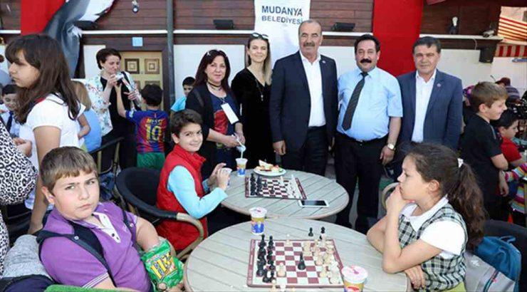 Mudanya'nın sokaklarında satranç var
