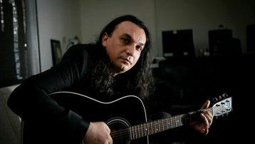 Ünlü şarkıcı Gökhan Kırdar, yoğun bakıma kaldırıldı
