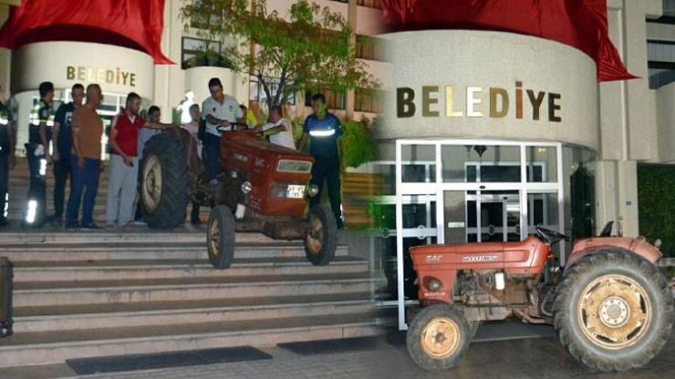 Belediye binası önünde traktörlü eylem