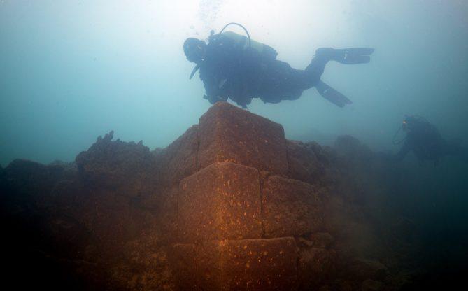 Van Gölü derinliklerinde yeni yapılara ulaşıldı