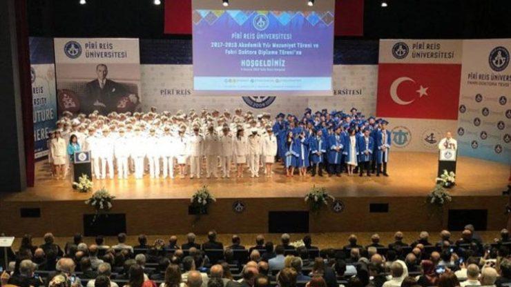 Denizciler İzmir Marşı İle protesto etti, AKP'li bakan salonu terk etti