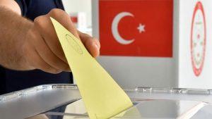"""Ünlü isimler oylarını kullanmaya başladı: """"Atatürk'ten alamadım gözlerimi"""""""