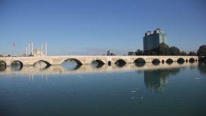 Adana'nın tarihi mekanları görenleri büyülüyor