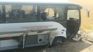 Ankara'da yolcu midibüsü şarampole düştü: 1 ölü, 23 yaralı