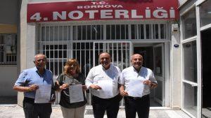 İzmir'de CHP'li delegeler, olağanüstü kurultay için imza verdi
