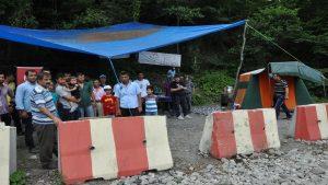 İşten çıkarılan 'maden işçileri' aileleriyle birlikte eylemde