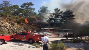 Muğla'da otobüste çıkan yangın ormana sıçradı