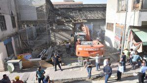 Van'da tarihi Peynirciler Çarşısı'nda göçük: 1 ölü, 4 yaralı