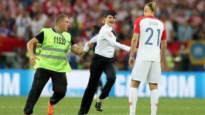 Dünya Kupası finalinde sahaya giren kadınların politik eylem yaptığı ortaya çıktı