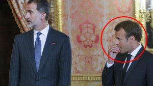 Macron kaşla göz arasında sakızı ağzına attı