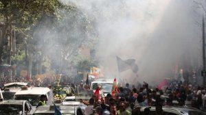 Taksicilerden Uber karşıtı gösteri… Biber gazı sıkıldı, İspanya karıştı