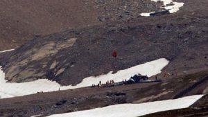 Alp Dağları'nda uçak düştü: 20 ölü