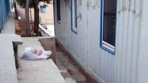 Bir günlük bebeği poşete koyup, okulun bahçesine bıraktılar