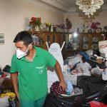 Yaşlı kadının evinden 10 kamyon çöp çıktı