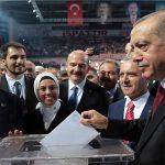 AKP'li Cumhurbaşkanı Erdoğan yeniden AKP Genel Başkanı seçildi