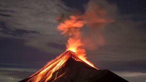 Fuego Yanardağı yeniden harekete geçti