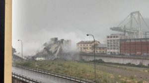 İtalya'da korkunç olay… 100 metre yüksekliğindeki köprü çöktü