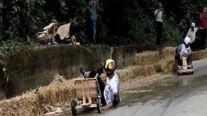 AKP'li Sofuoğlu, tahta arabayla böyle kaza yapmış