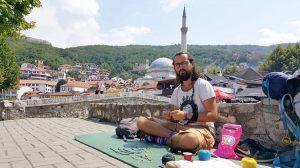 Türkiye'den otostopla yola çıktı Balkanları gezdi