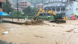 Sağanak sele döndü… Muradiye Belediye Başkanı: Allah'ım yardım et, batıyoruz