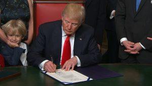 Trump yaptırım kararnamesini imzaladı