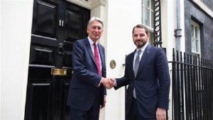 Bakan Albayrak, Londra'da İngiliz mevkidaşıyla görüştü