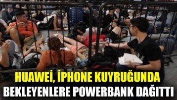 Huawei, iPhone kuyruğunda bekleyenlere powerbank dağıttı
