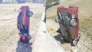 Direksiyonu kilitlenen otomobil, ıspanak tarlasına çakıldı