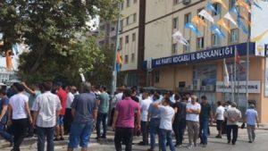 Pazarcılardan AKP önünde protesto