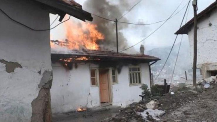 Gözyaşları içinde yanan evlerini izlediler