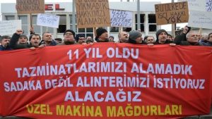 'Uzel Traktör'ün işçilerinden fabrika önünde tazminat protestosu: İki arkadaşımız intihar etti