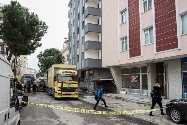 Kartal'da çökme riski olan bir bina daha boşaltılıyor