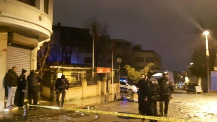 Fatih'te sokakta yürüyenlere silahlı saldırı